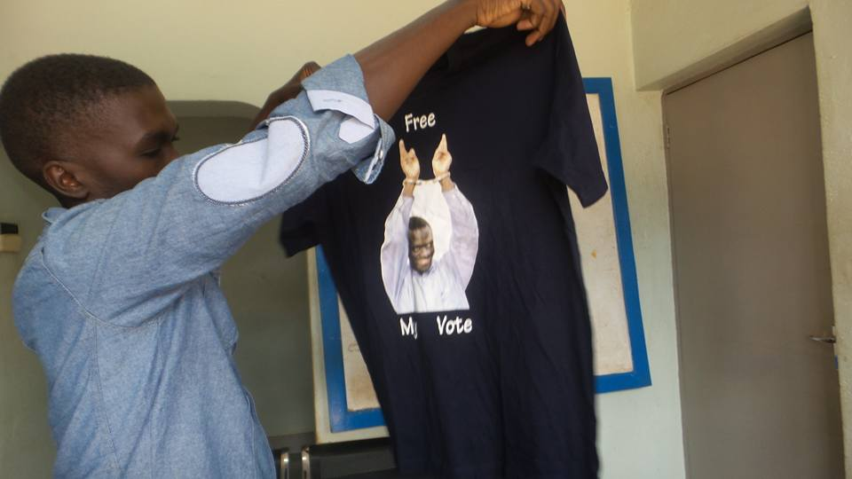 besigye tshirt1