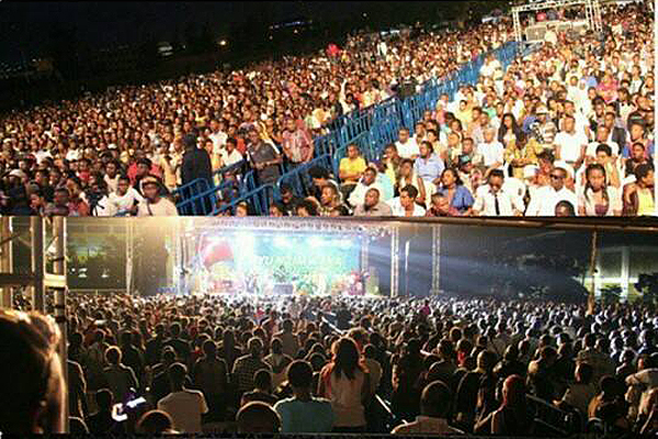 Diamond had a sold out concert.