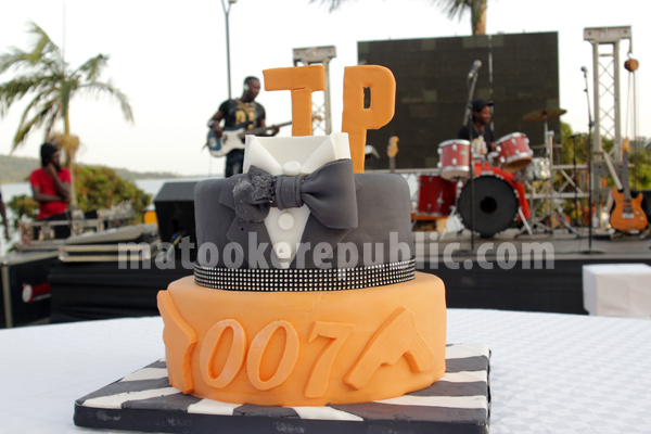 The cake also had a 007 James Bond theme.