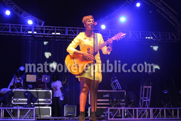 Irene Ntale's acoustic performance.
