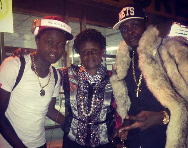 AK-47 (R), Chameleone and their mum who saw them off to a concert in Europe last year. It was the last tiem they were to work together as AK-47 joined Team No Sleep on return.