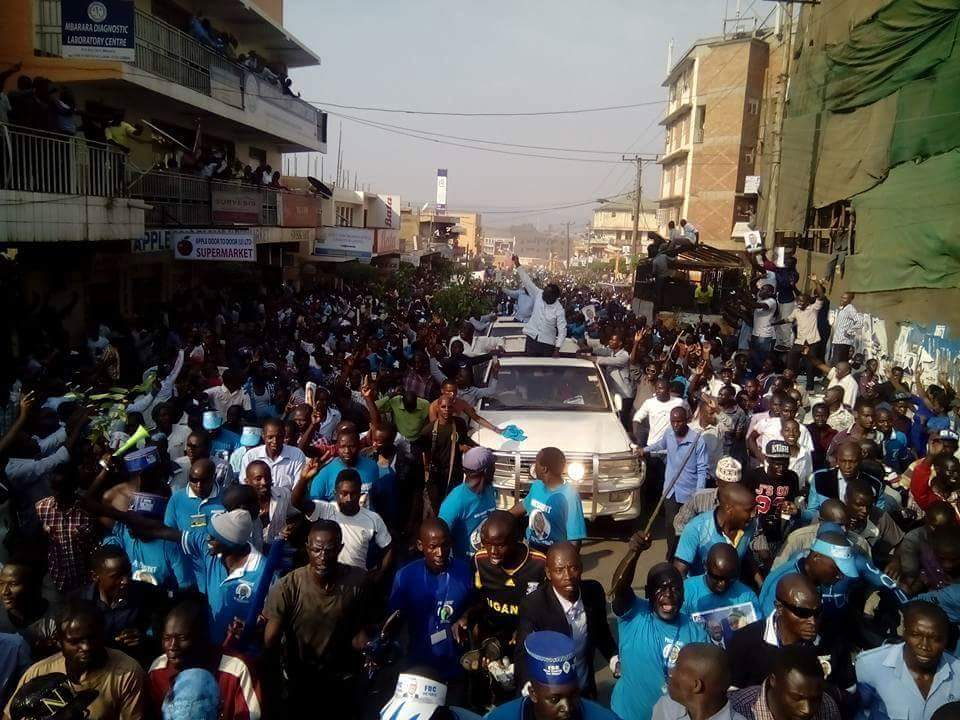 Besigye's motorcade snaking through Mbarara town.