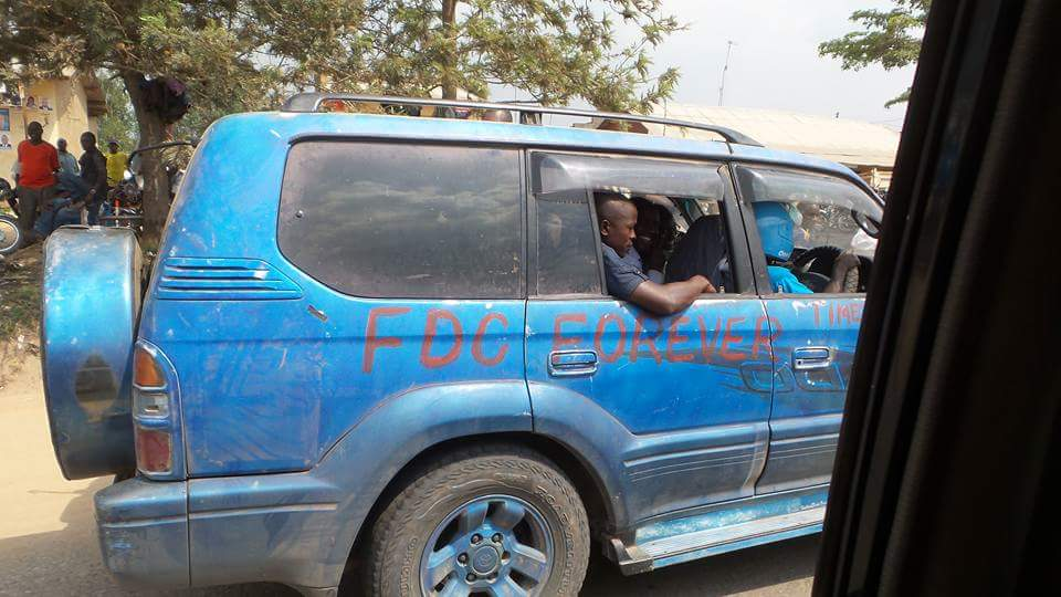 This guy painted his Prado in FDC blue colours.