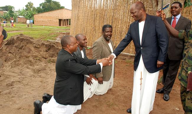 Men must greet the Kabaka while kneeling. PHOTO COURTESY OF NKULUZE TRUST.